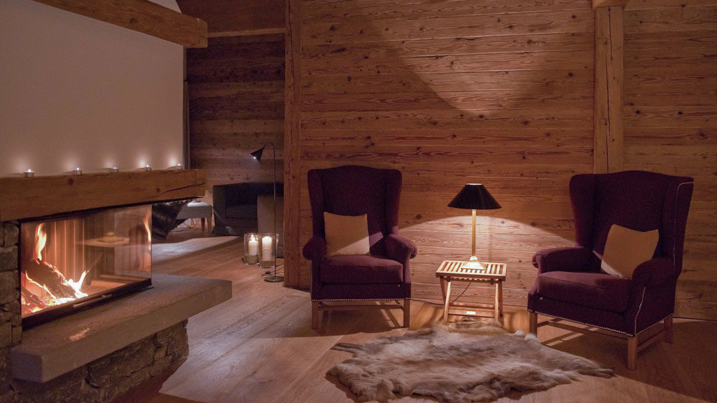 open-fire-chalet-zug-red-seats